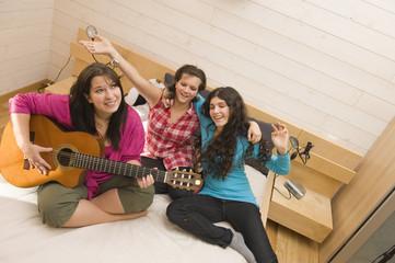 Soirée entre copine - faire de la guitare