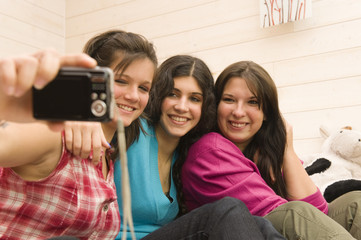 3 copines se photographiant