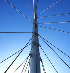 Netzwerk aus Sonne und Stahl