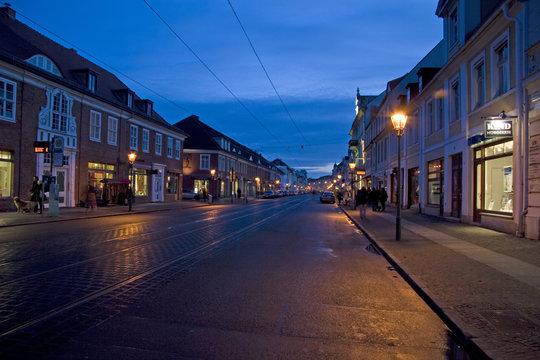 Nachtaufnahme der Friedrich-Ebert-Str. in Potsdam