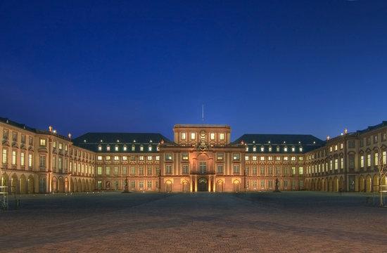 Mannheim Schloß am Abend