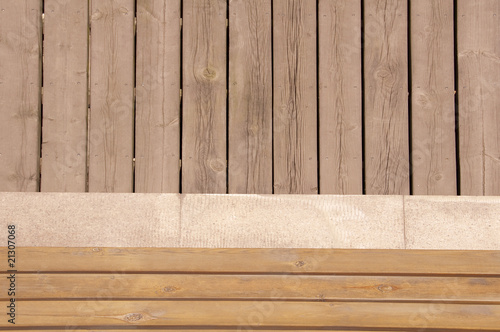 banc et plancher en bois sur une terrasse photo libre de droits sur la banque d 39 images fotolia. Black Bedroom Furniture Sets. Home Design Ideas