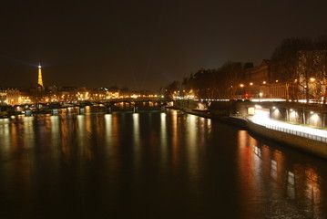 【フランス】パリ・セーヌとエッフェル塔の夜景