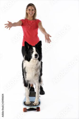 apprendre à son chien à faire du skateboard