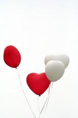 Luftballonherzen zur Hochzeit