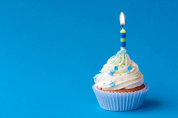 Fototapete - Birthday cupcake
