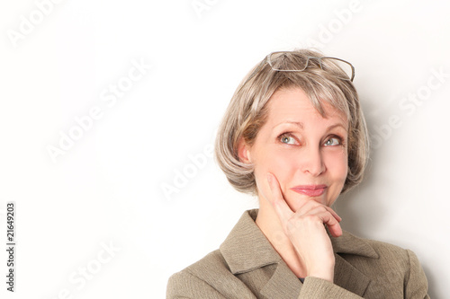 Dame Mit Brille Und Grauen Haaren Stockfotos Und Lizenzfreie Bilder