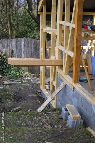 Elegant Bau Eines Holzhauses Mit Balkenkonstruktion