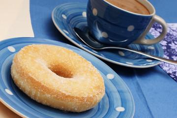 tasse kaffee mit donut