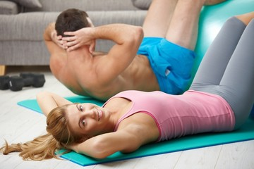 Couple doing abdominal crunch