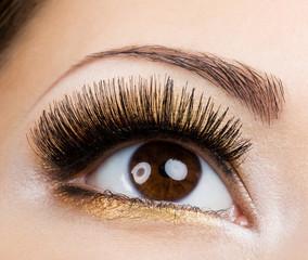 Eye glamour make-up