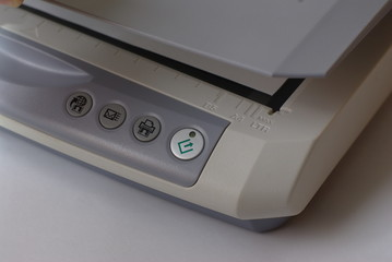 Scanner with open cower