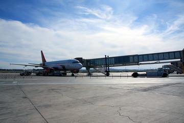 Avión en el aeropuerto Fototapete