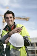 Portrait d'un ouvrier sur un chantier de construction