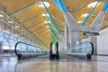 Abflughalle im Flughafen Madrid - Barajas - HDR-Bild