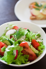 Fresh salad with fresh lettuce leaves and vegetables