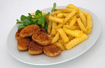 Hähnchen Nuggets mit Pommes Frites