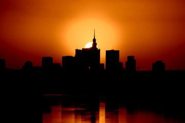 Krwisty zachód słońca nad Warszawą 3