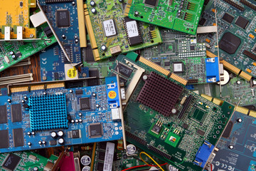 Cartes PCI périmées en attente du recyclage