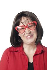 jeune femme séduction lunettes en forme coeur