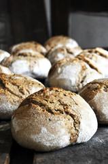 Brotlaib frisch aus dem Steinofen