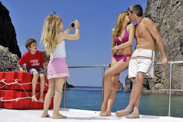 famiglia in barca a ponza