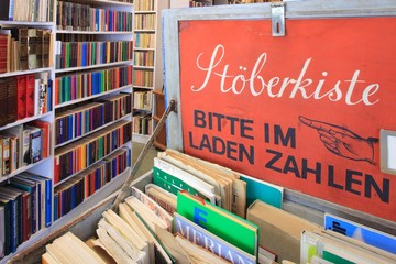 Library, Buchladen modernes Antiquariat Stöberkiste