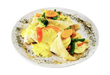 Danie obiadowe - naleśniki w sosie curry z warzywami