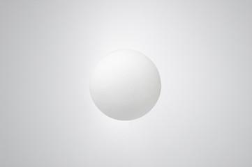 浮遊する白い球体