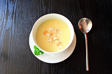 Cream soup with bread