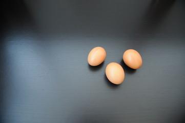 n. 3 uova