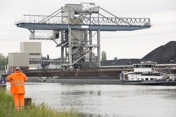 coal carrier harbor