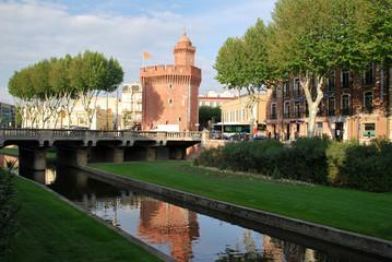 Les reflets du Castillet à Perpignan