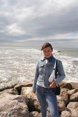 camargue donna sulla spiaggia