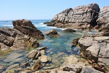 côte sauvage et eau turquoise