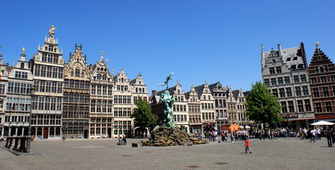 Photo sur Aluminium Antwerp Mittelalterliche Architektur am Grote Markt in Antwerpen