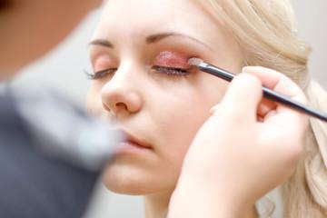 professional visagiste does a bright make-up