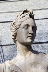 statua di imperatore
