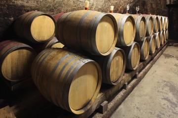 Weinkeller, kleine Barrique Fässer, Keller an der Mosel
