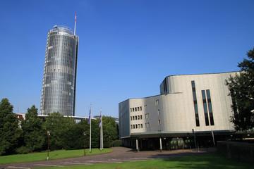 Aalto Theater und Büroturm in der Essener Innenstadt