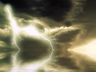 orage sur l'eau