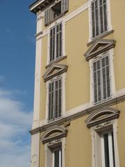 façade de caractere
