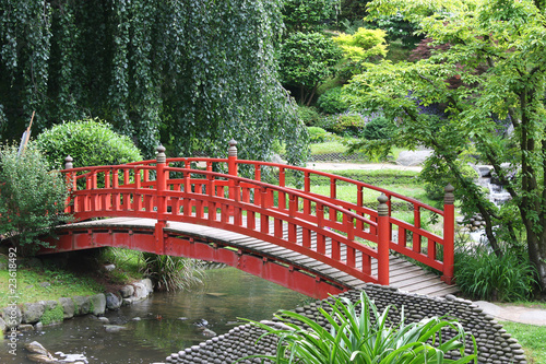 Pont rouge dans un jardin japonais photo libre de droits for Acheter jardin japonais