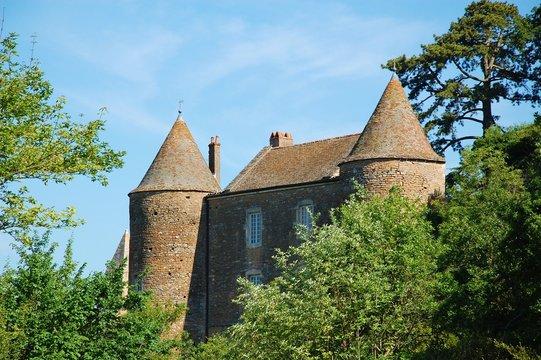 Chateau médiéval en Bourgogne.