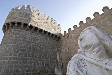 Estatua de Santa Teresa en Avila.