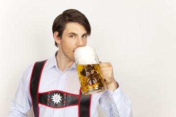 ein hühles bier trinken