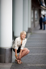 blonde frau auf highheels