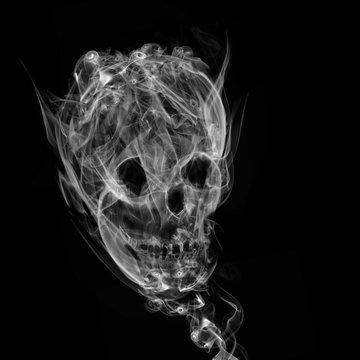 Calavera formada por humo sobre fondo negro