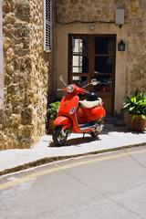 Roter Motorroller
