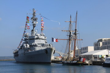 """Le porte-hélicoptères """"Jeanne d'Arc"""" à Brest"""